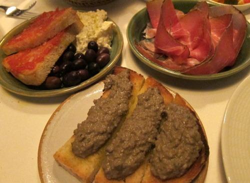"""Crostini con il """"fuagra"""" toscano – Traditional Tuscan chicken liver """"crostini""""; Prosciutto toscano – Tuscan prosciutto ham; Burrate e pane al pomodoro –  """"Burrata"""" cheese and tomato bread"""
