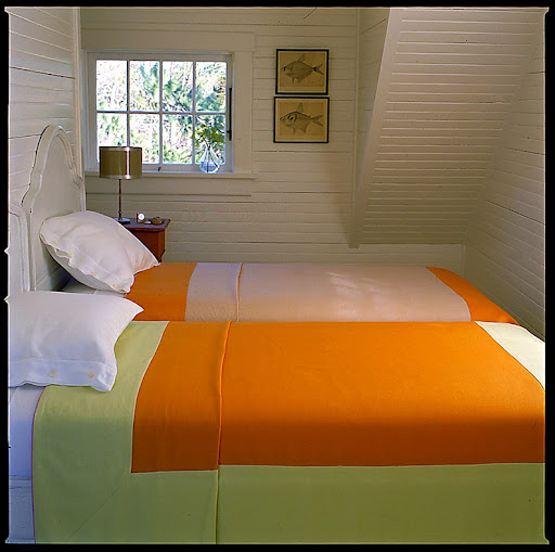 Color-blocked linen covers add punch to this simple bedroom.