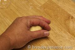 pumpkin-knot-yeast-rolls_1584_thumb[4]