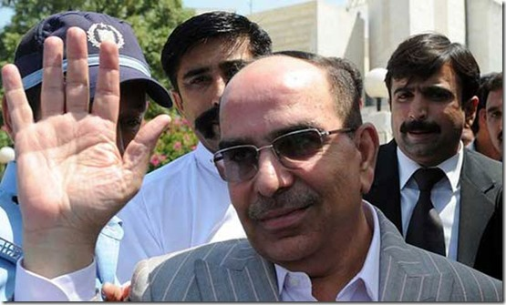 Malik Riaz exiting supremecort