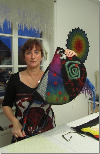 Silke und ihre Hundertwasser-Tasche