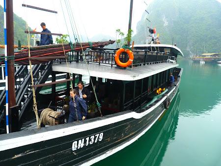 Imagini Halong Bay: barca mica