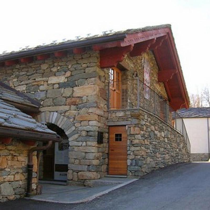 In Valle d'Aosta sono presenti numerosi musei che raccolgono il patrimonio etnografico locale.
