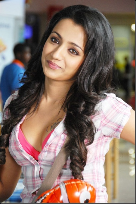 trisha_in_theen_maar_latest_stills_pics_1