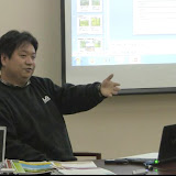 写真3: コメントを提供する田中氏。/  Photo3:  Mr.Tanaka provided valuable advice for the project.