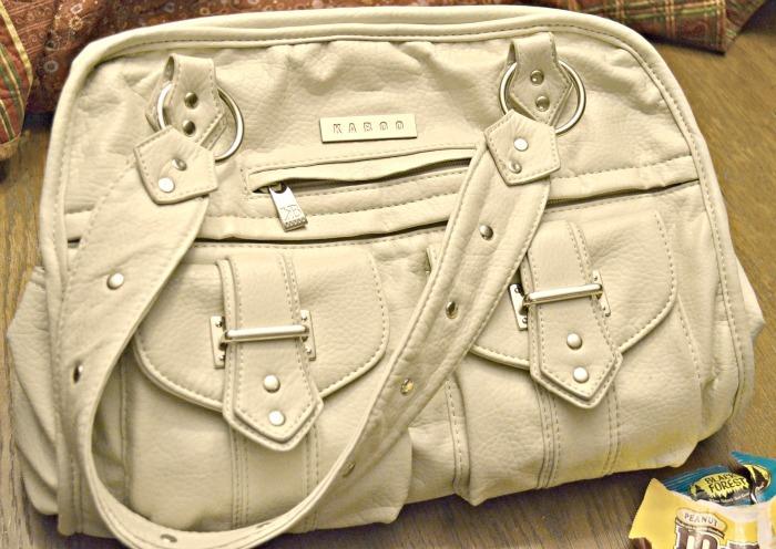 What's in My Handbag - Kari