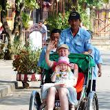 Sidsel og Silje i cykeltaxa
