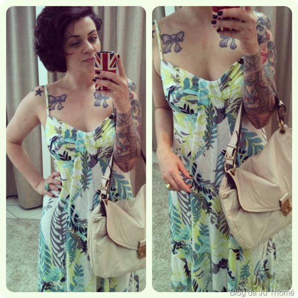 look detalhes vestido longo estampa tropical e bolsa nude triton