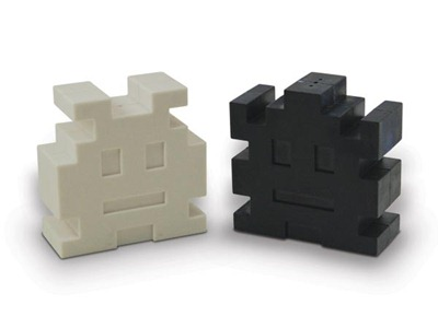 space_invaders_salt_and_pepper_shakers