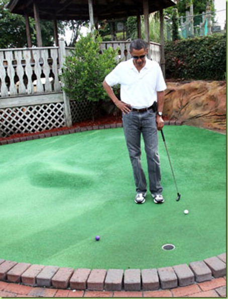 boObama_vacation_2010_minigolf