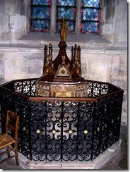 2012.09.03-021 fonts baptismaux dans l'église
