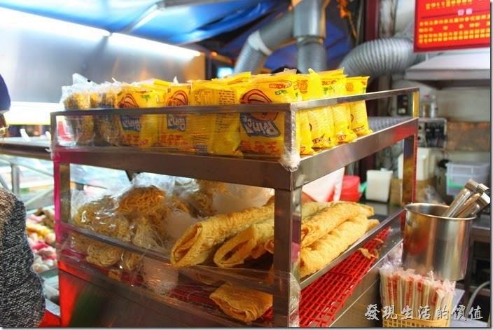 墾丁-一品滷味。還有王子麵泡麵可以下菜,就是大陸稱的方便麵,在台灣可是很流行用這王子麵或科學麵當滷味線呢!