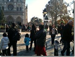 persone nel piazzale