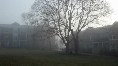 霧のアパート