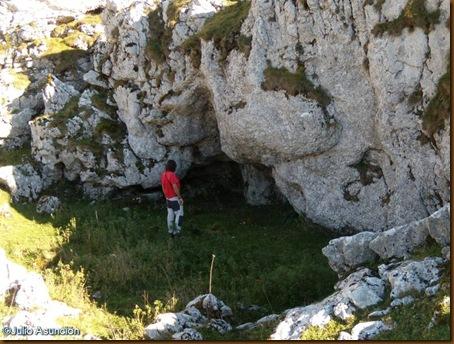 Cueva en el parque natural de Aizkorri - Gipuzkoa