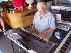 Peter Herrick playing his Tyros 5 - Peter likes to get the audiences feet tapping!