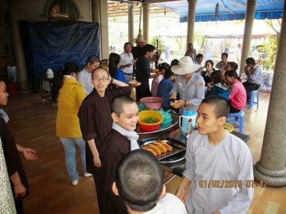Đời Sống Cộng Đồng - Hoạt Động Từ Thiện - Người Áo Lam -012