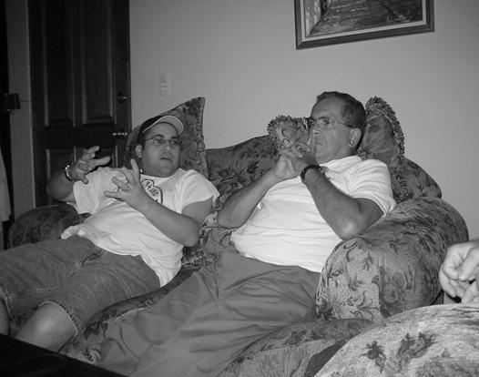 Papi y yo en casa viendo MLB Playoff 7-10-02
