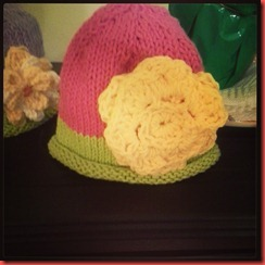 hat w crochet flower