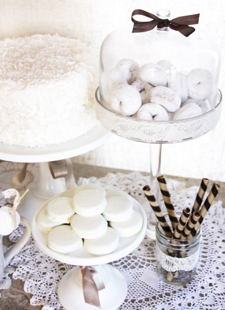 Semplicemente Perfetto Vintage Winter White table Dessert 02