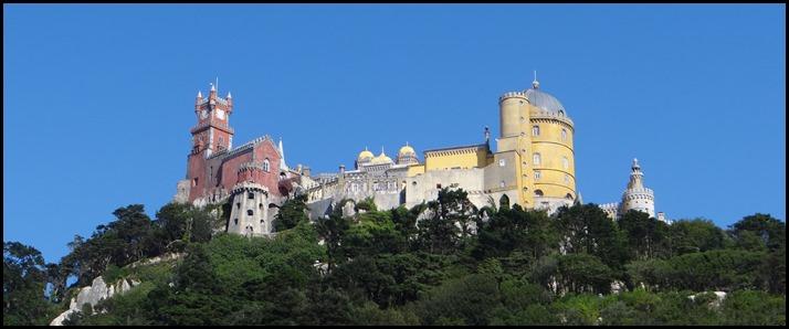Le palais, plus proche du château Disney ou d'un gâteau à 7 parfums que de l'image qu'on se fait d'un palais..!  ;)