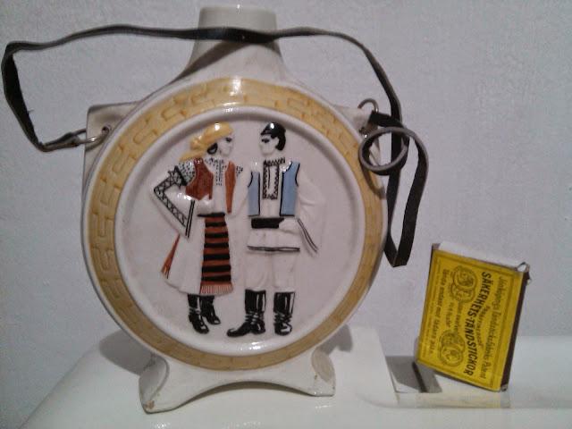 Botol Porcelain Motif Pria dan Wanita