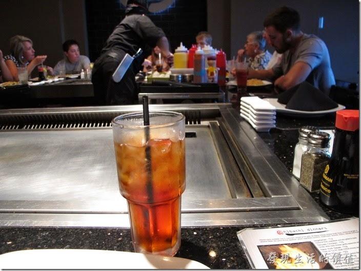 美國-路易斯威爾(Louisville) Sake Blue日本料理。這裡的冰紅茶有分甜跟不甜,點的時候要告訴服務生Sweet(甜)或Unsweet(不甜),不要問我為什麼是Unsweet而不是Non-sweet。