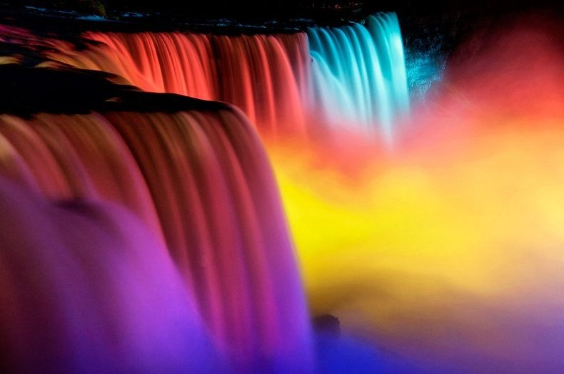 niagara-falls-lights-3
