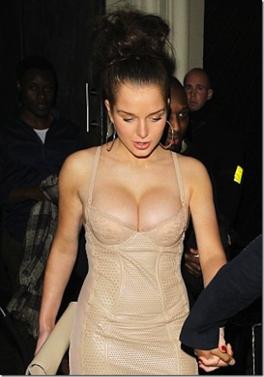 helen-flanagan-cleavage-fall-3