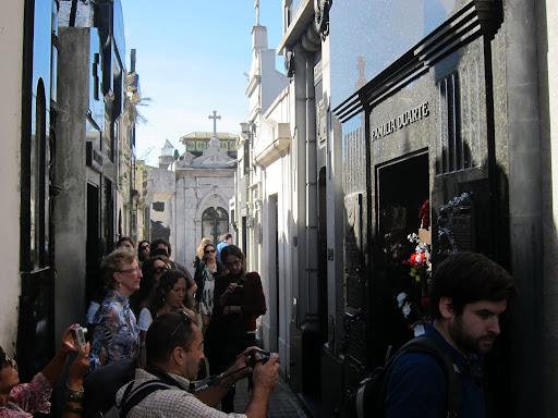 A crowd surrounding Eva Duarte Peron's grave.