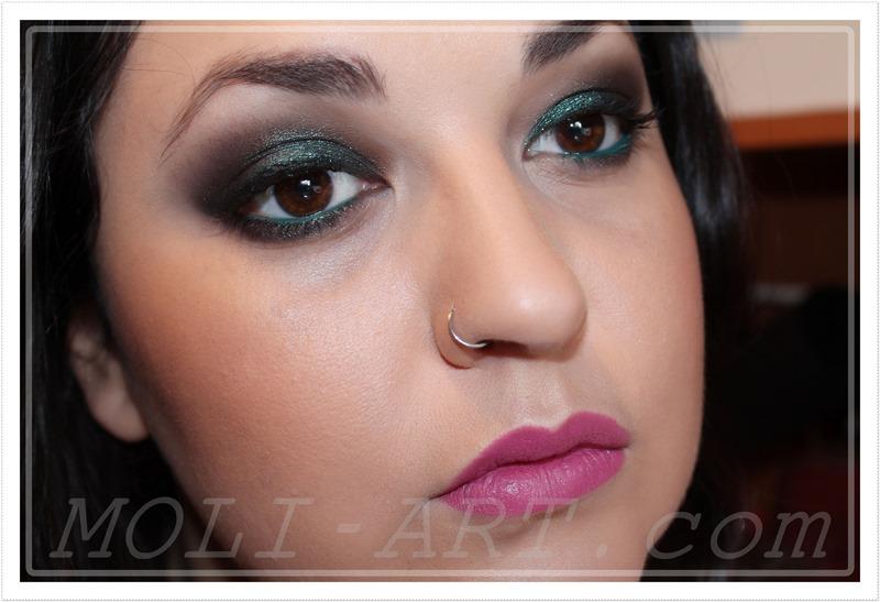 look-maquillaje-reflejos-verdes-ahumado-navidad