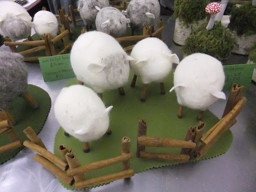 She also made these felted sheep. Check out her blog and more of her projects here: http://lemmemakeit.blogspot.com/