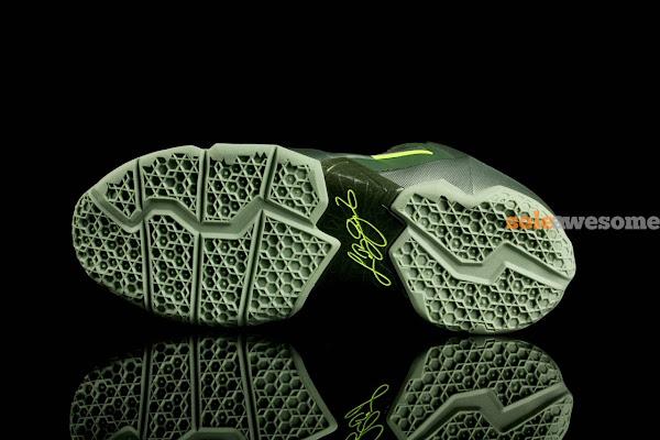 Closer Look at Nike LeBron XI GS Dunkman 621712302