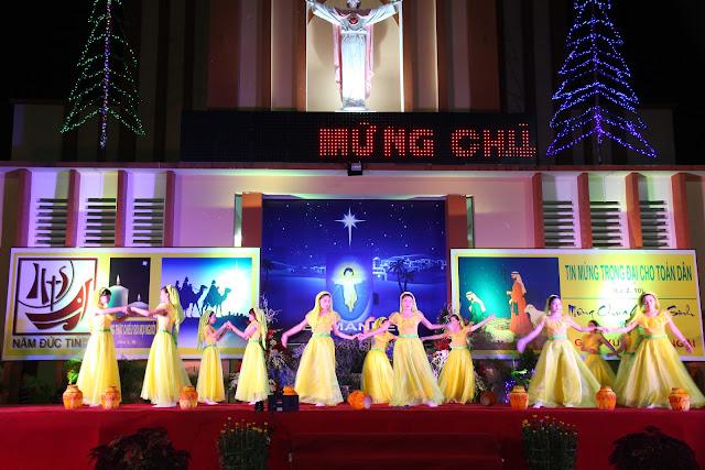Thánh lễ đêm Giáng Sinh tại giáo xứ Quảng Ngãi