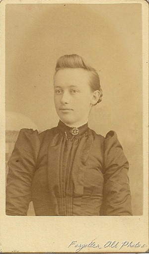 CdV Lady with weird hair  Brainerd antiques