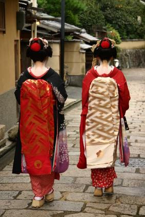 Geisha kimono_maikosan.jpg