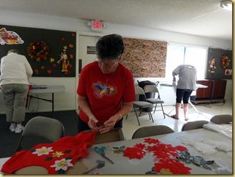 2011-11-21 - AZ, Yuma - Cactus Gardens - Silk Poinsettia Shirt Class (3)