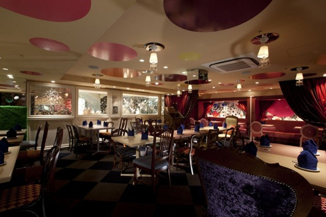 Alice-in-Wonderland-Restaurant-07-750x500