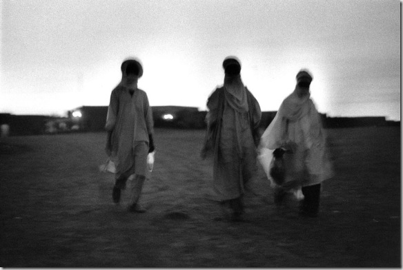 Touaregs, Niger 1975 © Bernard Plossu. Courtesy Galerie Le Réverbère, Lyon