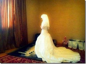 pengantin wanita mati dalam sujud