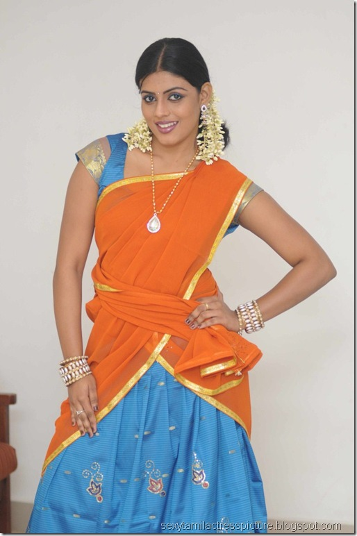vaagai_sooda_vaa_Iniya_in_Half_Saree_Photo_06