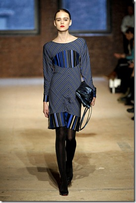 STEPHEN-BURROWS-FALL-RTW-2011-PODIUM-011_runway
