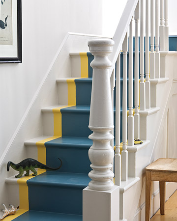 Make your stairs pop with the fun painted runner.  (marthastewart.com/273423/a-runner-thats-one-with-the-stairs)