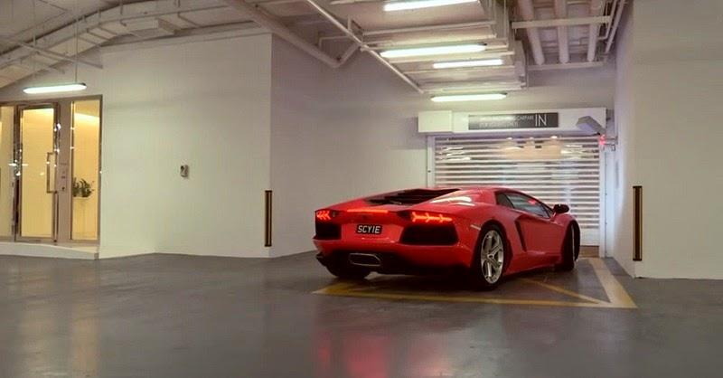 أغنياء سنغافورة يركنون سياراتهم الخارقة في غرف الجلوس hamilton-scott-5%2