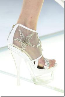 Versace_Spring_2012_Details_i_W_Xy_OWl_Ma0l