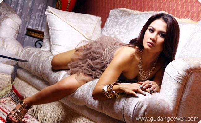 Pose-Pose Hot Model Indo    gudangcewek.com