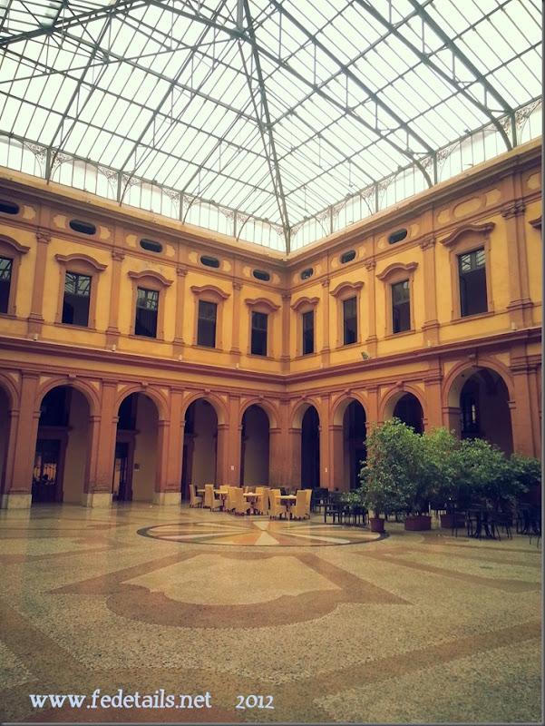 Palazzo Ex Borsa ( colori caldi ), Ferrara, Emiliaromagna, Italia - Building Ex Borsa ( warm colors ), Ferrara, Emiliaromagna, Italy - Property and Copyright of www.fedetails.net