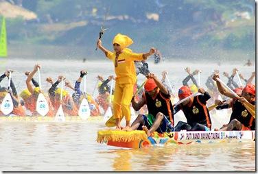 Juara Pacu Jalur 2012 di Kabupaten Kuantan Singingi