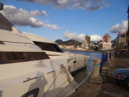 Salupa in port