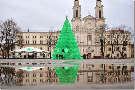 recycled-christmas-tree-kaunas-8